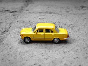 Mini Lada amarillo